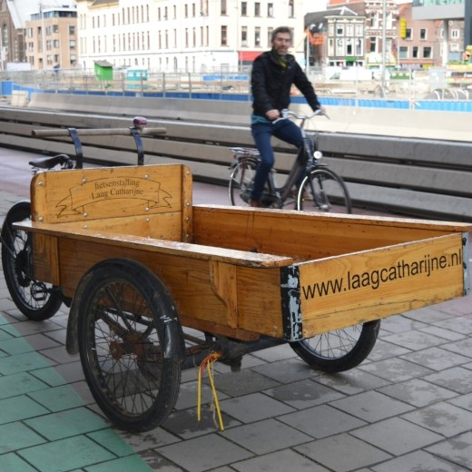 Cargo bike in front of Laag Catharijne - a wide range of second-hand by the Central Station